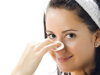 Best Home Remedies For Treating Oily Skin